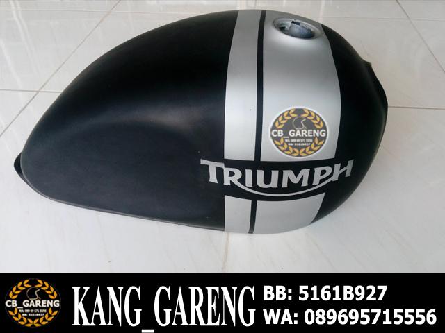 Tangki Triumph Hitam